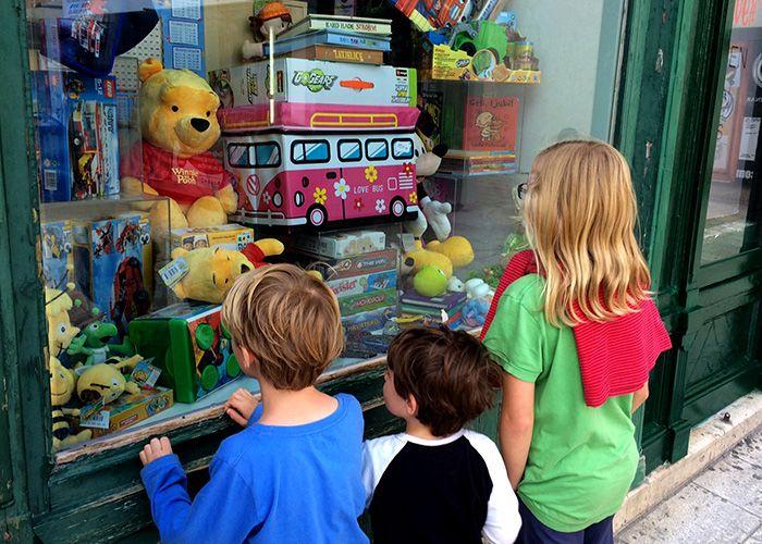 kids window shopping