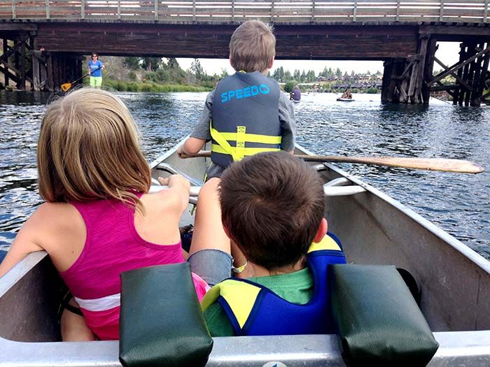 canoeing on the deschutes in oregon
